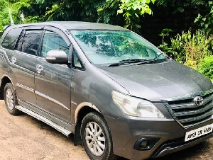 2013 INNOVA 2.5 V 1.30.000 KM SHOWROOM TRACK AVAILABLE